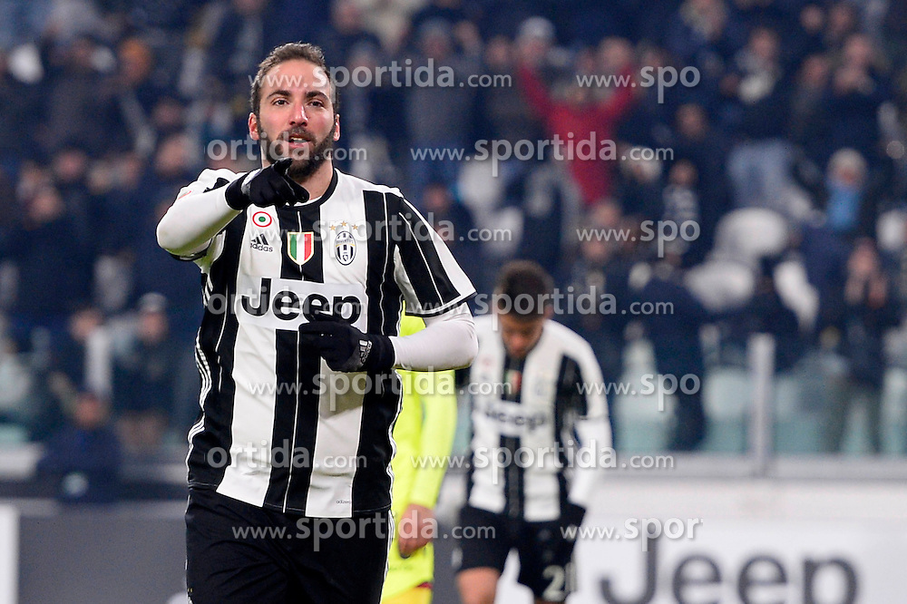 08.01.2017, Juventus Stadium, Turin, ITA, Serie A, Juventus Turin vs FC Bologna, 19. Runde, im Bild Gonzalo Higuain (Juventus F.C.), esulta dopo la rete 3-0 // Gonzalo Higuain (Juventus F.C.), celebrates after goal 3-0 during the Italian Serie A 19th round match between Juventus Turin and Bologna FC at the Juventus Stadium in Turin, Italy on 2017/01/08. EXPA Pictures &copy; 2017, PhotoCredit: EXPA/ laPresse/ Fabio Ferrari<br /> <br /> *****ATTENTION - for AUT, SUI, CRO, SLO only*****
