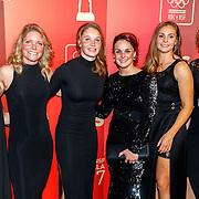 NLD/Amsterdam/20171219 - Inloop NOC/NSF Sportgala 2017, Voetbalsters Sherida Spitse(L), Sisca Folkertsma (3eL), Merel van Dongen (3eR), Lieke Martens (2eR) en Dominique Janssen (R)