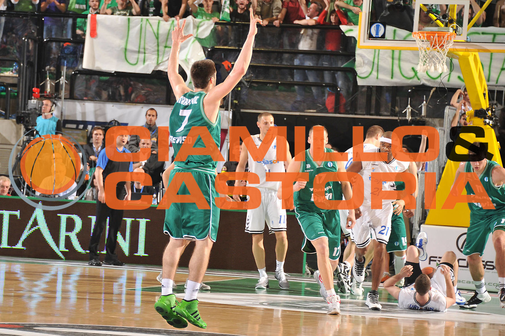 DESCRIZIONE : Treviso Eurocup Finals 2010-11 Semifinale Semifinal Bwin Benetton Treviso Cajasol Siviglia Sevilla<br /> GIOCATORE : Stefan markovic<br /> SQUADRA : Bwin Benetton Treviso Cajasol Siviglia Sevilla<br /> EVENTO : Bwin Benetton Treviso Cajasol Siviglia Sevilla<br /> GARA : Benetton Treviso Cajasol Siviglia Sevilla<br /> DATA : 16/04/2011<br /> CATEGORIA : Esultanza<br /> SPORT : Pallacanestro <br /> AUTORE : Agenzia Ciamillo-Castoria/M.Gregolin<br /> GALLERIA: Eurocup 2011 -2011<br /> FOTONOTIZIA: Treviso Eurocup Finals 2010-11 Semifinale Semifinal Bwin Benetton Treviso Cajasol Siviglia Sevilla<br /> PREDEFINITA: