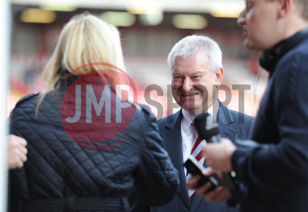 Bristol city chairman Steve Lansdown talks to the press on the pitch prior to kick off. - Photo mandatory by-line: Alex James/JMP - Mobile: 07966 386802 - 25/01/2015 - SPORT - Football - Bristol - Ashton Gate - Bristol City v West Ham United - FA Cup Fourth Round