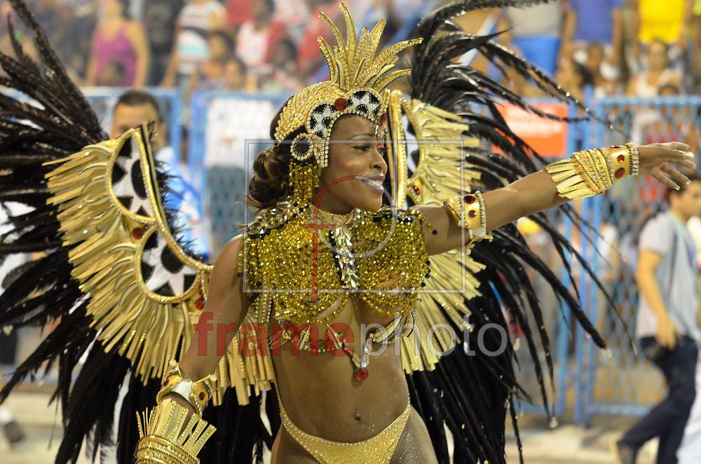 Rio de Janeiro, RJ – 14/02/2015 – Desfile do GRES Inocentes de Belford Roxo com o enredo Nelson Sargento – Samba Inocente, pé no chão, terceira escola no segundo dia do Grupo de Acesso do Carnaval 2015, no Sambódromo da Marquês de Sapucaí, na noite de hoje (14/02). FOTO: ADRIANO ISHIBASHI/FRAME