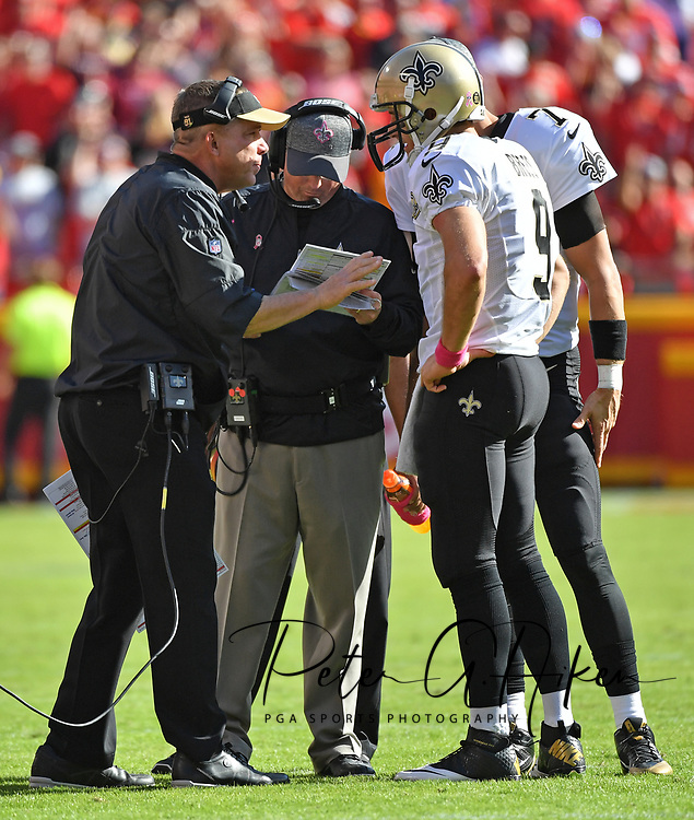 KANSAS CITY, MO - OCTOBER 23:  Head coach Sean Payton (L) of the New Orleans Saints talks with quarterback Drew Brees #9  against the Kansas City Chiefs during the second half on October 23, 2016 at Arrowhead Stadium in Kansas City, Missouri.  (Photo by Peter G. Aiken/Getty Images) *** Local Caption *** Sean Payton;Drew Brees