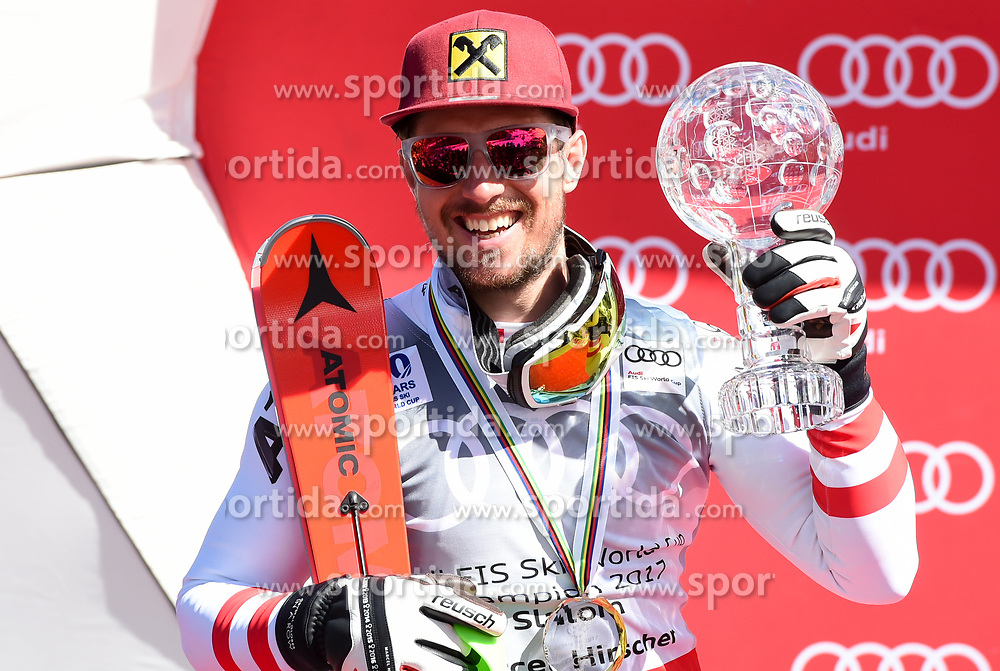19.03.2017, Aspen, USA, FIS Weltcup Ski Alpin, Finale 2017, Slalom, Herren, Siegerehrung, im Bild Marcel Hirscher (AUT, Slalom Riesenslalom und Gesamt Weltcup Sieger) mit der Kristrallkugel für den Slalom Weltcupsieg // Winner of Slalom Giant Slalom and Overall World Cup Marcel Hirscher of Austria with the crystal globe for the men's Slalom World Cup during the winner award ceremony for the men's Slalom of 2017 FIS ski alpine world cup finals. Aspen, United Staates on 2017/03/19. EXPA Pictures © 2017, PhotoCredit: EXPA/ Erich Spiess