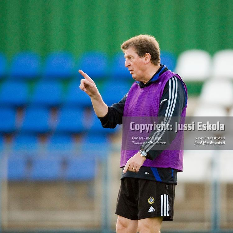 Roy Hodgson.&amp;#xA;Suomen A-maajoukkueen harjoitukset 5.10.2006.&amp;#xA;Pjunik Jerevanin harjoituskeskus, Armenia.&amp;#xA;Photo: Jussi Eskola<br />