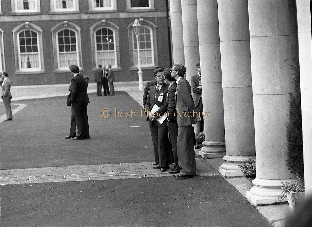 EEC Leaders Meet At Dublin Castle.   (N4)..1979..29.11.1979..11.29.1979..29th November 1979..At Dublin Castle the leaders of the countries within the EEC held a summit conference to discuss issues which would affect the EEC over the forthcoming years..Picture shows officials awaiting the arrival of the individual leaders at the conference.