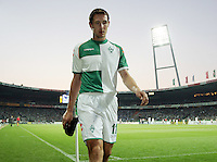 Fussball  UEFA Pokal  Halbfinale  Rueckspiel  Saison 2006/2007 Werder Bremen - Espanyol Barcelona              Miroslav KLOSE (Bremen) verlaesst nach seiner Gelb-Roten Karten enttaeuscht den Platz