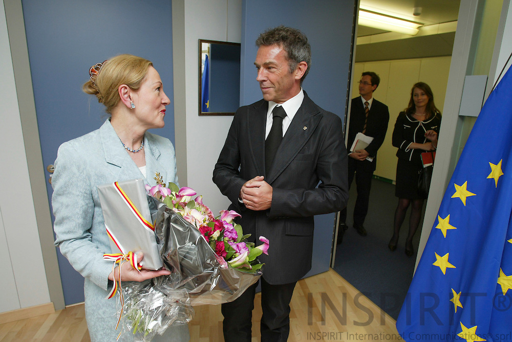 BRUSSELS - BELGIUM - 03 MAY 2006 -- EU Commissioner Benita Ferrero-Waldner and Governor of Carinthia Jörg HAIDER. PHOTO: ERIK LUNTANG /