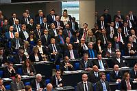 DEU, Deutschland, Germany, Berlin, 24.10.2017: Blick in den voll besetzten Bundestag: Abgeordnete der Partei Alternative für Deutschland (AfD) und der FDP (links unten) bei der konstituierenden Sitzung des 19. Deutschen Bundestags mit Wahl des Bundestagspräsidenten.