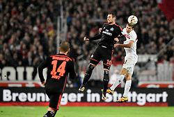 30.12.2015, Mercedes Benz Arena, Stuttgart, GER, 1. FBL, VfB Stuttgart vs Hamburger SV, 19. Runde, im Bild Kopfballduell, Zweikampf, Aktion Pierre-Michel Lasogga HSV Hamburg Hamburger SV (Mitte) gegen Daniel Schwaab VfB Stuttgart (rechts) Aaron Hunt HSV Hamburg Hamburger SV (links) // during the German Bundesliga 19th round match between VfB Stuttgart and Hamburger SV at the Mercedes Benz Arena in Stuttgart, Germany on 2015/12/30. EXPA Pictures © 2016, PhotoCredit: EXPA/ Eibner-Pressefoto/ Weber<br /> <br /> *****ATTENTION - OUT of GER*****