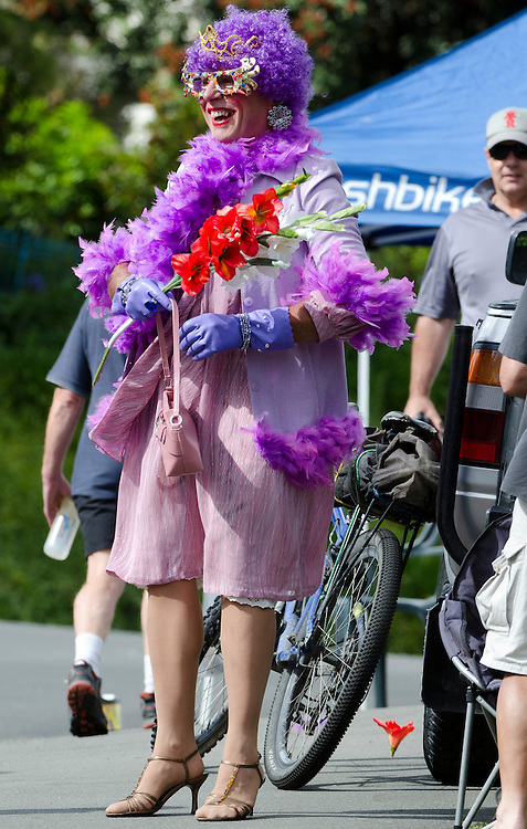 Various views of Dame Edna, Malcolm Pearce, of Christchurch at the  2012 RaboDirect Elite National Road Race, Christchurch,  New Zealand, Sunday, January 08, 2012. Credit:  SNPA / David Alexander