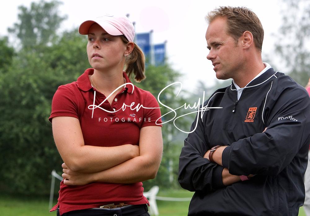KLM OPEN LADIES 2007. Christel Boeljon was met de 11e plaats de beste Nederlandse. rechts bondscoach Eric der Kinderen.  COPYRIGHT KOEN SUYK