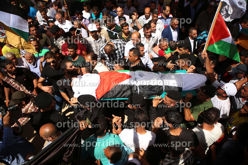 08.08.2015, Duma, PSE, Nahostkonflikt zwischen Israel und Pal&auml;stina, im Bild Beisetzung eines Pal&auml;stinensers // Palestinian mourners carry the body of Saad Dawabsha, the father of a Palestinian toddler killed last week when their home was firebombed by Jewish extremists during his funeral in the West Bank village of Duma. Dawabsha succumbed in hospital in the southern Israeli city of Beersheba where he was being treated for third degree burns while his wife Riham and four-year-old son Ahmed are still fighting for their lives, Palestine on 2015/08/08. EXPA Pictures &copy; 2015, PhotoCredit: EXPA/ APAimages/ Shadi Hatem<br /> <br /> *****ATTENTION - for AUT, GER, SUI, ITA, POL, CRO, SRB only*****
