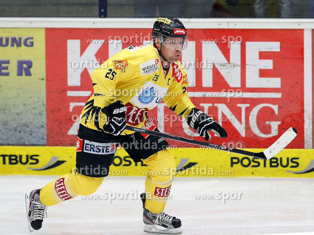 22.09.2013, Stadthalle, Villach, AUT, EBEL, EC VSV vs UPC Vienna Capitals, 9. Runde, im Bild Benoit Gratton (Capitals,#25) // during the Erste Bank Icehockey League 9th round between EC VSV vs UPC Vienna Capitals at the City Hall, Villach, Austria, 2013/09/22, EXPA Pictures © 2013, PhotoCredit: EXPA/ Oskar Hoeher