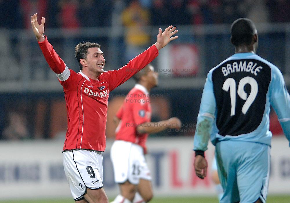 15-03-2007 VOETBAL: AZ - NEWCASTLE UNITED: ALKMAAR <br /> AZ wint met 2-0 en plaatst zich voor de kwartfinale van de UEFA cup / Shota Arveladze<br /> &copy;2007-WWW.FOTOHOOGENDOORN.NL