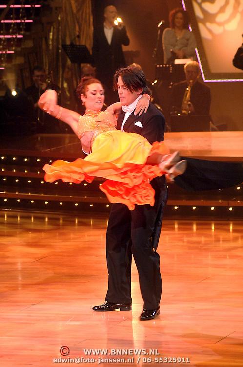 NLD/Naarn/20070331 - 1e Live uitzending Dancing with the Stars 2007, Lodewijk Hoekstra en danspartner Charissa van Dipte