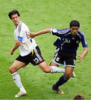 v.l. Michael Ballack Deutschland, Juan Riquelme<br /> Fussball WM 2006 Viertelfinale Deutschland - Argentinien<br /> Tyskland - Argentina<br /> Norway only