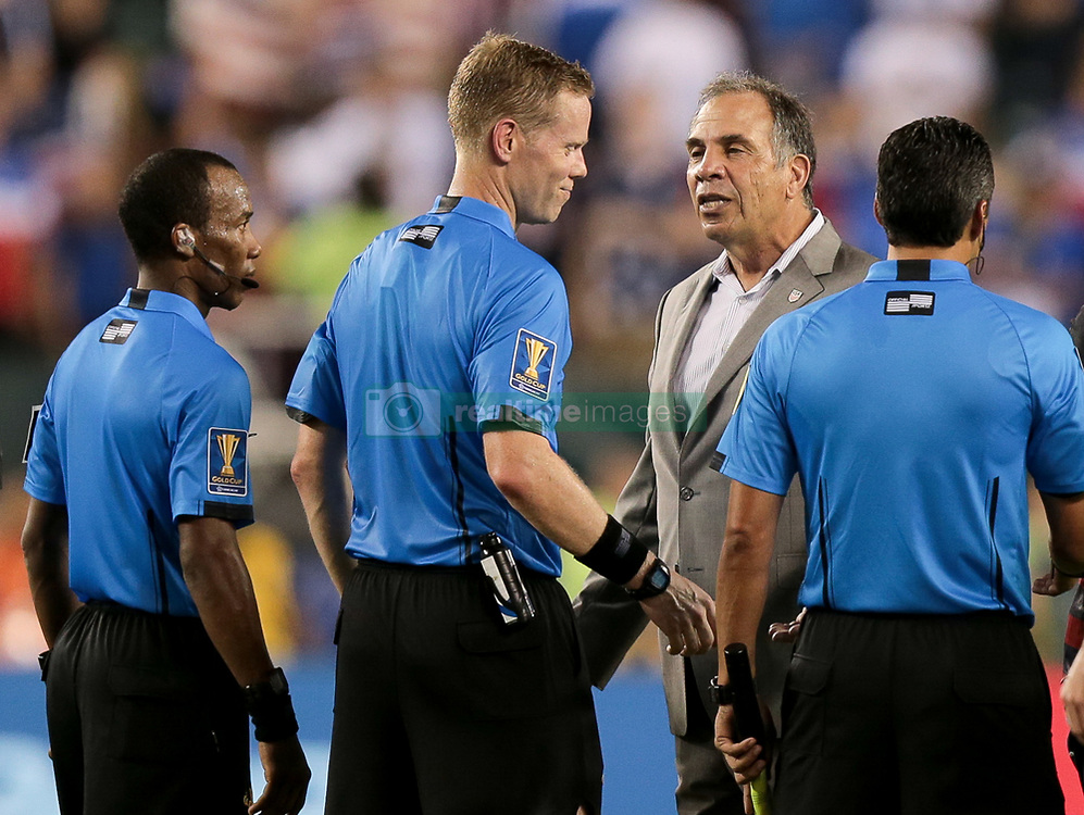 July 19, 2017 - Philadelphia, PA, USA - Philadelphia, PA - Wednesday July 19, 2017: Drew Fischer, Bruce Arena during a 2017 Gold Cup match between the men's national teams of the United States (USA) and El Salvador (SLV) at Lincoln Financial Field. (Credit Image: © John Dorton/ISIPhotos via ZUMA Wire)