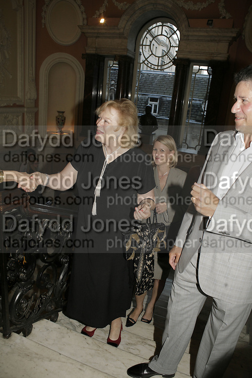 Lady Antonia Fraser, Andrew Roberts and Susan Gilchrist celebrate the publication of 'A History of The English-Speaking Peoples since 1900' English Speaking Union. Charles St. London. 11 September 2006. ONE TIME USE ONLY - DO NOT ARCHIVE  © Copyright Photograph by Dafydd Jones 66 Stockwell Park Rd. London SW9 0DA Tel 020 7733 0108 www.dafjones.com