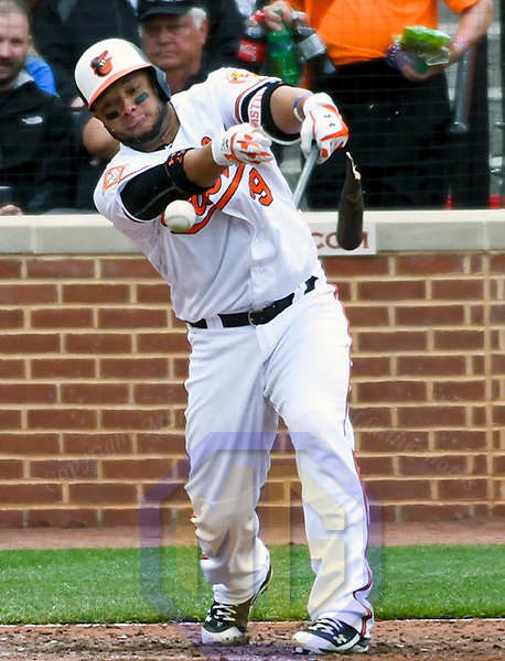 BALTIMORE, MD - APRIL 23: Baltimore Orioles catcher Welington Castillo (29) hits into a fielders choice in the fifth inning against the Boston Red Sox on April 23, 2017 at Orioles Park at Camden Yards in Baltimore, MD.  The Boston Red Sox defeated the Baltimore Orioles, 6-2. (Photo by Mark Goldman/Icon Sportswire)