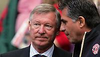 Photo: Paul Thomas.<br /> Manchester United v Newcastle United. The Barclays Premiership. 01/10/2006.<br /> <br /> Sir Alex Ferguson (L), Man Utd manager.