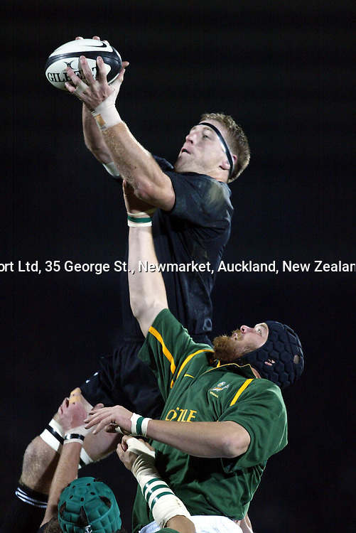9 August 2003, International Rugby Union, Phillips Tri-Nations, All Blacks v South Africa, Carisbrook, Dunedin, New Zealand.<br />Brad Thorn takes the ball in the lineout from Geo Cronje. All Blacks won 19-11<br />Pic: Sandra Teddy/Photosport
