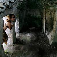 Sian Ka&acute;an, Quintana Roo.- Reserva de la biosfera de Sian Ka&acute;an en la riviera Maya donde se unen las lagunas de Muyil y Chunyaxche a travez de canales artificiales hechos por los Mayas para transportar mercancias hace al menos mil a&ntilde;os, en el camino, una parada obligada, en una construccion que en su momento sirvo como aduana o deposito para el comercio marino y donde se puede iniciar un recorrido a nado, dejandose llevar por la corriente a travez de los manglares. (fotografias tomadas el 16 de Marzo de 2004). Agencia MVT / Mario Vazquez de la Torre. (DIGITAL)<br /> <br /> NO ARCHIVAR - NO ARCHIVE