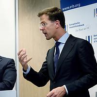 Nederland, Amsterdam , 15 mei 2014. <br /> Minister-president Rutte (m) opende donderdag 15 mei de Nederlandse vestiging van de Europese Investeringsbank (EIB) in Amsterdam. <br /> Pim van Ballekom, vice-president (l)  en rechts Werner Hoyer, de president van de EIB.De EIB is het financieringsinstituut van de Europese Unie.<br /> De 28 lidstaten zijn aandeelhouder. De bank is opgericht in 1958 bij het Verdrag van Rome en heeft als doel projecten te financieren die zijn gericht op de versterking van de Europese economie.<br /> Prime Minister Rutte (m) opened Thursday, May 15th, the Dutch branch of the European Investment Bank (EIB) in Amsterdam. Left Pim van Ballekom, Vice-President of the EIB and right Werner Hoyer, president.<br /> <br /> The EIB is the financing institution of the European Union.