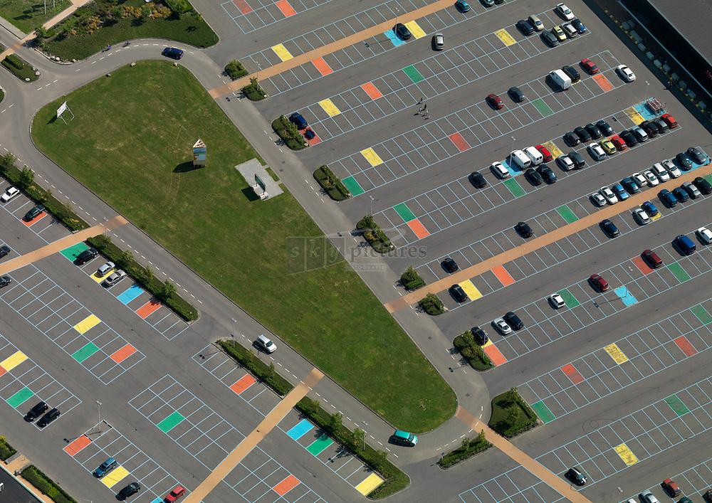 20110715 0157  Parkeerterrein Mortiere boulevard met kleurige parkeervakken.