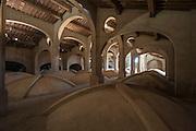 Livorno, Toscana, Italia, Cisternone. Tuscany, Italy, Cistern. Soffitto, ceiling. La Gran Conserva fu costruita tra il 1829 ed il 1842 su progetto di Pasquale Poccianti per immagazzinare e distribuire le acque sorgive provenienti da Colognole. Architect Pasquale Poccianti, sec. XIX.