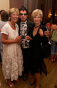 Diana Melly, Nicky Haslam and  Lady Rayne. Book launch of Take A Girl Like Me - Life With George by Diana Melly. The Polish Club. Exhibition Rd. London. 21 July 2005. ONE TIME USE ONLY - DO NOT ARCHIVE  © Copyright Photograph by Dafydd Jones 66 Stockwell Park Rd. London SW9 0DA Tel 020 7733 0108 www.dafjones.com