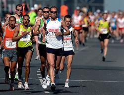 15-04-2007 ATLETIEK: FORTIS MARATHON: ROTTERDAM<br /> In Rotterdam werd zondag de 27e editie van de Marathon gehouden. De marathon werd rond de klok van 2 stilgelegd wegens de hitte en het grote aantal uitvallers / Greg van Hest en Hugo van den Broek op de Erasmusbrug<br /> ©2007-WWW.FOTOHOOGENDOORN.NL