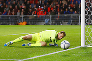 09-04-2016 VOETBAL:PSV:WILLEM II:EINDHOVEN<br /> Jeroen Zoet van PSV ziet de bal naast zijn doel gaan<br /> Foto: Geert van Erven