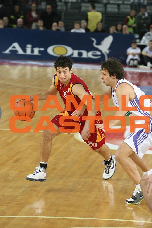 DESCRIZIONE : Roma Eurolega 2007-08 Lottomatica Virtus Roma Real Madrid <br /> GIOCATORE : Roko Leni Ukic <br /> SQUADRA : Lottomatica Virtus Roma <br /> EVENTO : Eurolega 2007-2008 <br /> GARA : Lottomatica Virtus Roma Real Madrid <br /> DATA : 20/12/2007 <br /> CATEGORIA : Palleggio <br /> SPORT : Pallacanestro <br /> AUTORE : Agenzia Ciamillo-Castoria/G.Ciamillo