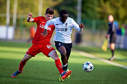 MOSCOW, RUSSIA - Tuesday, September 26, 2017: Liverpool's Bobby Adekanye and Spartak Moscow's Kirill Orekhov during the UEFA Youth League Group E match between Liverpool and Spartak Moscow FC at the Spartak Academy. (Pic by David Rawcliffe/Propaganda)