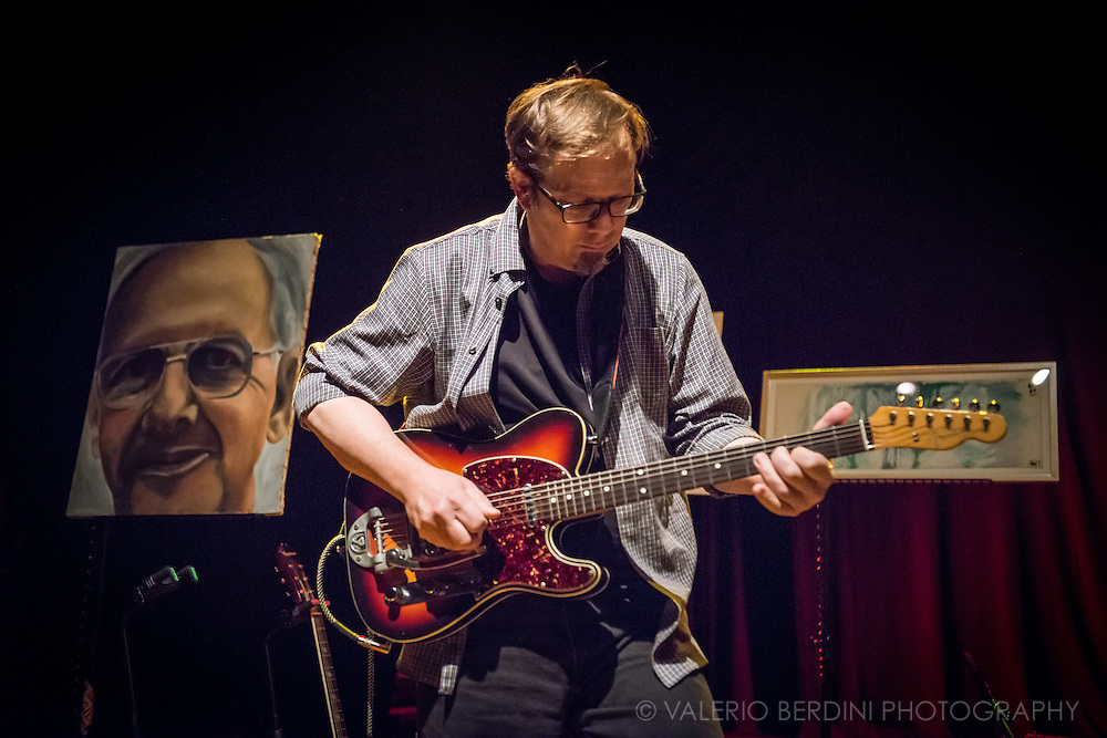 Dave Schramm of Yo La Tengo live at London Shepherd's Bush Empire on 20 October 2015