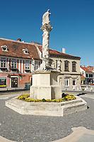 Trinity column in the pedestrian area in the city of Koeszeg, Guens in Western Hungary.Dreifaltigkeitssäule in der Fußgängerzone in der westungarischen Stadt Köszeg Güns, Ungarn