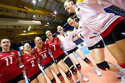 25.09.2011, Hala Pionir, Belgrad, SRB, Europameisterschaft Volleyball Frauen, Vorrunde Pool A, Deutschland (GER) vs. Frankreich (FRA), im Bild Jubel Deutschland nach dem Sieg: Christiane Fürst / Fuerst (#11 GER / Istanbul TUR), Kathleen Weiß / Weiss (#2 GER), Margareta Kozuch (#14 GER / Sopot POL), Angelina Grün / Gruen (#7 GER / Aachen GER), Berit Kauffeldt (#8 GER / Schwerin GER), Kerstin Tzscherlich (#4 GER / Dresden GER) // during the 2011 CEV European Championship, First round at Hala Pionir, Belgrade, SRB, Germany vs France, 2011-09-25. EXPA Pictures © 2011, PhotoCredit: EXPA/ nph/  Kurth       ****** out of GER / CRO  / BEL ******