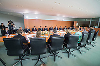 05 JUL 2017, BERLIN/GERMANY:<br /> Uebersicht treffen von Angela Merkel (diesseits, tuerkis), CDU, Bundeskanzlerin, mit Xi Jinping (jenseits, Tischmitte), Staatspraesident der Volksrepublik China, Kleiner Kabinettsaal, Bundeskanzleramt<br /> IMAGE: 20170705-01-019<br /> KEYWORDS: &Uuml;bersicht