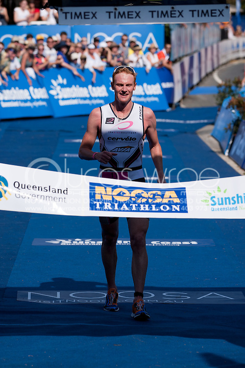 David Dellow (AUS). 2011 Noosa Triathlon. 2011 Noosa Triathlon Festival. Noosa, Queensland, Australia. Hosted By USM Events. Proudly Supported By Asics, , Sunshine Coast, Events Queensland, Queensland Government, Subaru, USM Events. 29/10/2011. Photo By Lucas Wroe.