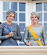 Prinsjesdag 2017, de dag waar de Koning in de Staten-Generaal van het Koninkrijk der Nederlanden in verenigde vergadering bijeen de troonrede uit.<br /> <br /> Prinsjesdag 2017, Opening of the parliamentary year<br /> <br /> op de foto: Koningin Maxima en Prinses Laurentien / Queen Maxima and Princess Laurentien