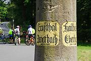 steinerner historischer Wegweiser, Odenwald, Hessen, Deutschland | stone historical signpost, Odenwald, Hesse, Germany