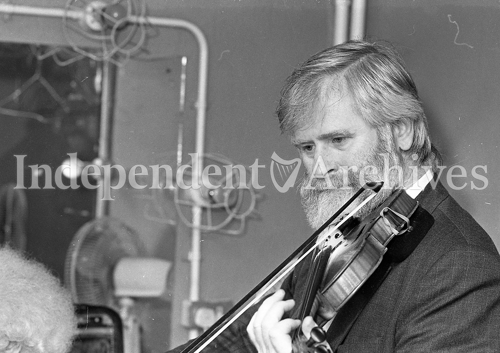 The Dubliners backstage before their Concert in the Olympia Theatre, John Sheahan, Dublin, circa August 1992 (Part of the Independent Newspapers Ireland/NLI Collection).