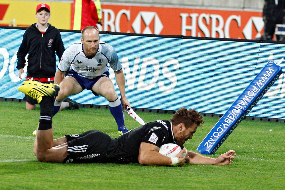 New Zealand's Joe Webber, dives over the line to win in the cup final against South Africa at the International Rugby Sevens Tournament at Westpac Stadium, Wellington, New Zealand, Sunday, January 31, 2016. Credit: SNPA / Dean Pemberton