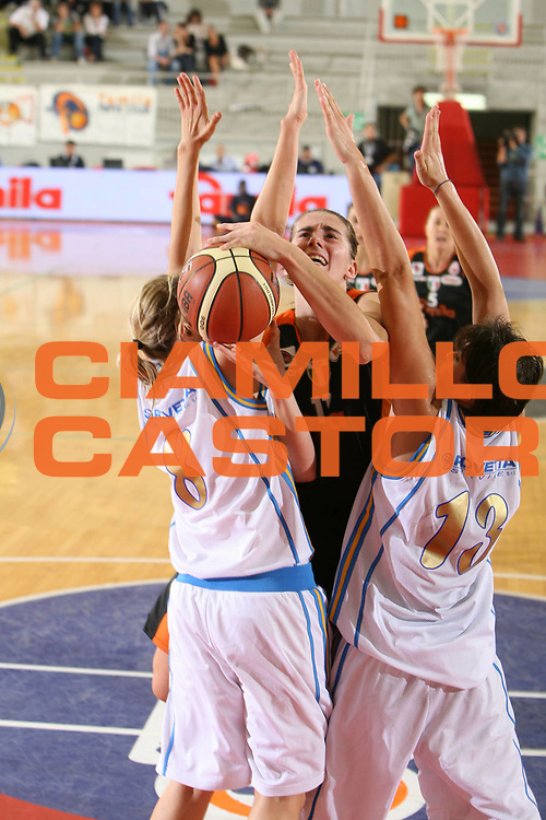 DESCRIZIONE : Roma Lega A1 Femminile 2008-09 Prima giornata Campionato GMA Phonica Pozzuoli Famila Wuber Schio<br /> GIOCATORE : Raffaella Masciadri<br /> SQUADRA : Famila Wuber Schio<br /> EVENTO : Campionato Lega A1 Femminile 2008-2009 <br /> GARA : GMA Phonica Pozzuoli Famila Wuber Schio<br /> DATA : 11/10/2008 <br /> CATEGORIA : penetrazione tiro<br /> SPORT : Pallacanestro <br /> AUTORE : Agenzia Ciamillo-Castoria/E.Castoria<br /> Galleria : Lega Basket Femminile 2008-2009 <br /> Fotonotizia : Roma Lega A1 Femminile 2008-09 Prima giornata Campionato GMA Phonica Pozzuoli Famila Wuber Schio<br /> Predefinita :