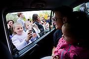 Darmstadt - Eberstadt | 20. April 2010..Coming home: Menowin Froehlich (2. Platz 7. Staffel Deutschland sucht den Superstar DSDS) zu Besuch in Darmstadt-Eberstadt, hier: Menowin sitzt auf dem R?cksitz eines Autos, kleine Fans fotografieren ihn durch das ge?ffnete Fenster...©peter-juelich.com