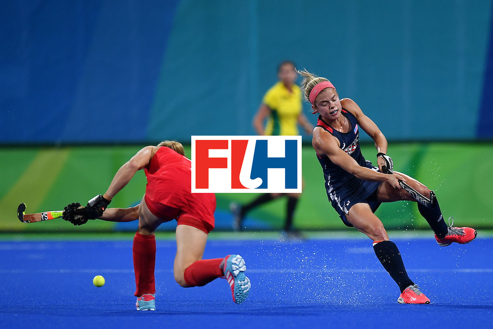 USA's Kathleen Sharkey (R) and Britain's Crista Cullen vie during the women's field hockey Britain vs the USA match of the Rio 2016 Olympics Games at the Olympic Hockey Centre in Rio de Janeiro on August, 13 2016. / AFP / MANAN VATSYAYANA        (Photo credit should read MANAN VATSYAYANA/AFP/Getty Images)