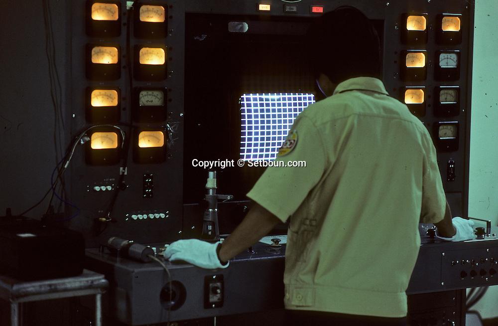 GOLDSTAR ELECTRONIC factory at KUMI television set manufacturing.   Usine Goldstar electronic à Kumi, fabrication de téléviseurs ///R27/30    L2595  /  R00027  /  P0003493