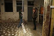 Henry Hudson and Kate Hawkins, Henry Hudson exhibition, 2 Ada St. London E8. 25 October 2006. -DO NOT ARCHIVE-© Copyright Photograph by Dafydd Jones 66 Stockwell Park Rd. London SW9 0DA Tel 020 7733 0108 www.dafjones.com