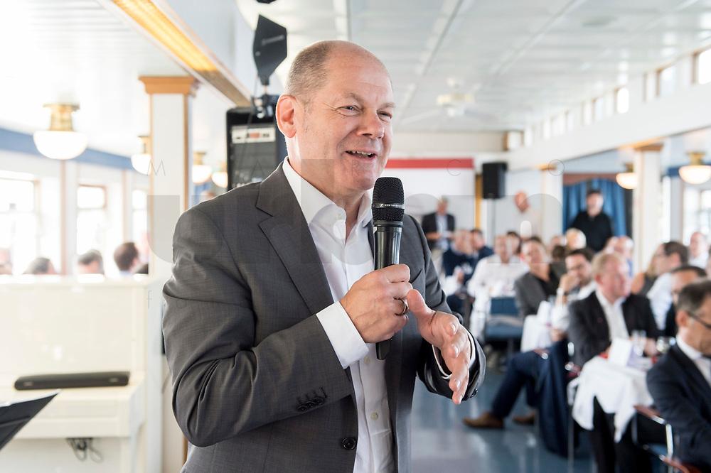 05 JUN 2018, BERLIN/GERMANY:<br /> Olaf Scholz, SPD, Bundesfinanzminister, spricht zu den Teilnehmern der Spargelfahrt des Seeheimer Kreises der SPD, Anleger Wannsee<br /> IMAGE: 20180605-01-126<br /> KEYWORDS: Rede, speech