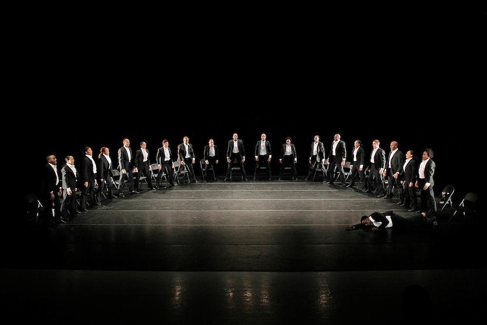 Minus 16.Choreography by Ohad Naharin.Alvin Ailey American Dance Theater.Credit Photo: Paul Kolnik.studio@paulkolnik.com.nyc 212-362-7778..